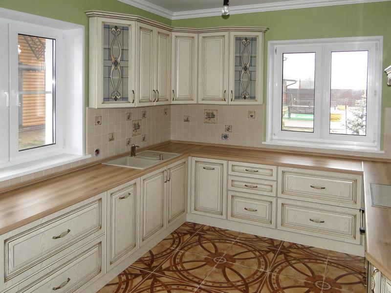 украшен кухни классика с окном фото окончании работ